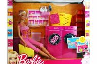 Barbie - T7182 - Laundry Room - Barbie Doll with Washing Machine and Accessories Barbie - T7182 - Laundry Room - Barbie Doll with Washing Machine and AccessoriesBarbie Living Room Doll.Surprise transformation features!Doll cannot stand alone.Ag (Barco...