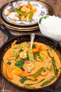 Ingredients: Serves: 4 Oil- 1 tbsp. Sesame oil (optional)- 1 tbsp. Fresh red chile, sliced- ½ Yellow or red pepper- 1 large Thai Red Curry Paste- 2 tbsp. if using
