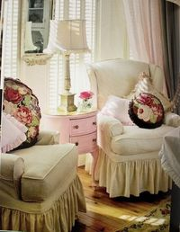 I think I'm going to paint my desk that pretty pale pink that this side table is painted....hmmmm.....