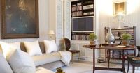 Sophisticated living room by Stephen Sills (NY Social Diary)