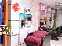 Experience the best Hair Spa in Coimbatore and other hair treatments like straightening, keratin and smoothening at Studieo7 for frizz-free, healthy and nourished hair, each treatment is done with trusted products.  http://www.studieo7.com/