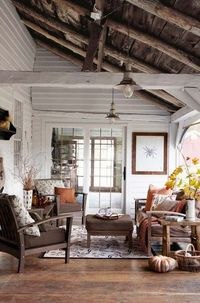 wood ceilings, ceilings and porches.