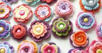 """#Crocheted #flowers Love these! They go so well with the rug I pinned! This pinned from Rachel Clark's board """"Crafts"""". Thanks Rachel."""