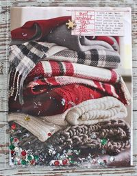 Love the idea... Big photo+sparkle! Do you see the cute little tag in the right top corner?! Wow.