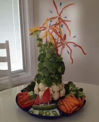 Statue of Liberty Veggie Platter for the Fourth of July. I do a Veggie Christmas Tree for Christmas. I always like to do a healthy, fun veggie...