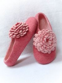 Felted wool slippers with flower