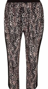 Dorothy Perkins Womens Lola Skye Grey Print Jogger- Grey Lola Skye grey printed jogger with elasticated back of waist and cuffs. Length 71cm 100% Viscose. Machine washable. http://www.comparestoreprices.co.uk//dorothy-perkins-womens-lola-skye-grey-pri...