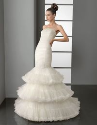 Strapless trumpet / mermaid tulle multilayer bridal gown