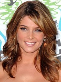 Ashley Greene's Twilight character Alice may be into getting fancy, but in real life, she has sunny, casual California girl style. She arrived on the red