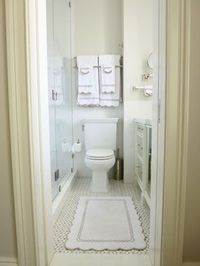 5.4.12: Christina Murphy | New York Social Diary. Bathroom. Scalloped bath mat and scallop towels