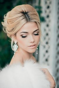 Gorgeous bridal makeup with a smokey eye and nude lip. #wedding #beauty