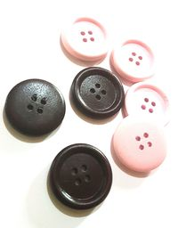 CLEARANCE Pack of 20 Round Wood Big Buttons. Different Colours. 25mm Wooden Dress Maker Fasteners £7.69