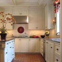 Traditional Island Style kitchen, white cabinets,