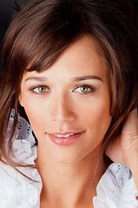 rashida jones - cute freckles