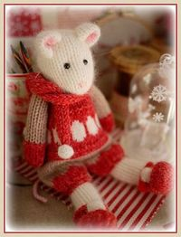 Love this #knitted WINTER Mice at the tearoom #pattern by Susan Hickson.