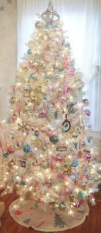 (via Christmas Tree �— Silver Pastel | �… Christmas in Pastels �…) I prefer green Christmas trees, but this is lovely