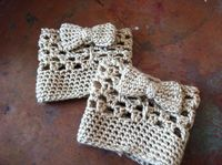 Bow Boot Cuffs: free crochet pattern These are adorable!
