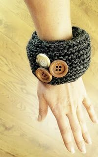 Knitted Bangle http://weightsandcakes.blogspot.com/2011/10/knitted-bangle.html