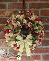 Rolled paper Christmas Wreath - or do in other colors for any other theme.