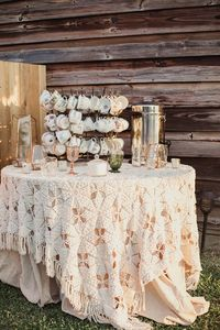Get ready for a seriously gorgeous Anthropologie inspired Southern wedding just full of vintage charm!