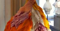 Things that make me wish I could wear warm colors; like fire and roses at the same time! (Christian Dior)