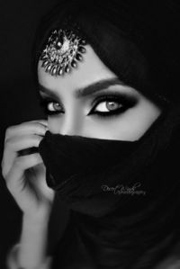 '�œ�€� Seductive black and white :¦: Photo By: Desert-Winds '�œ�€�