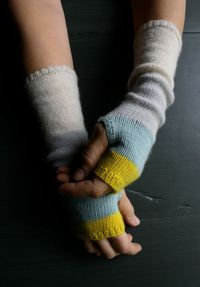 Line Weight Colorblock Hand Warmers | The Purl Bee