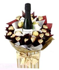 Impress someone today with this stunning arrangement of Ferrero Rocher and Jacobs Creek Pinot Noir Chardonnay. Jacobs Creek Pinot Noir Chardonnay 200ml, 5 x Gourmet Ferrero Rocher Chocolates, 10 x Solid Milk Chocolate Gold Hearts by Chocolatier, Presented...