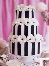 Black and White #wedding #cake. The simple design makes it very dramatic