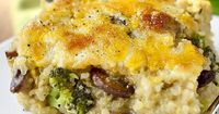 """Cheesy Mushroom and Broccoli Quinoa Casserole is a hearty meatless casserole that will get two thumbs up from the whole family! Hi everyone �€"""" happy Monday! Can"""