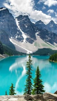 Moraine Lake with Ten Peaks, Canada