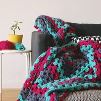 A simple and speedy crochet project, great for newbies and advanced crocheters - make your own giant granny square blanket ideal for snuggling