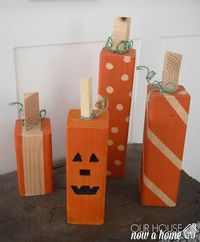 I am loving these wood pumpkins! Amazing they are made from a 4x4 and paint. So simple! Perfect decor for fall and Halloween!