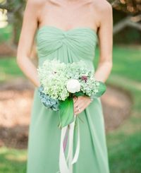 #green bridesmaid dress | photography by http://www.lindsaymaddenphotography.com/