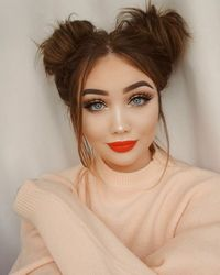 A repin for this makeup and hairstyle