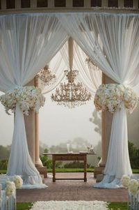 Perfect floral design for an outdoor wedding!