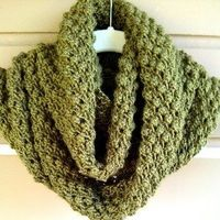 Lilly Pad Cowl. Adorable, free knit pattern.