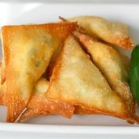 �€œIf you like jalapeno poppers, you will love these fried wontons stuffed with cheese and jalapeno!�€
