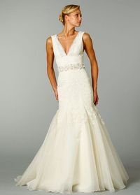 Elegant Trumpet V-neck Court Train Woth Satin Wedding Dress with Lace