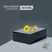 Take her breath away with the impassioned elegance of this gold earring.