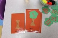 Easy to make: match the tree top with the number of apples to match the number written on the tree trunk.