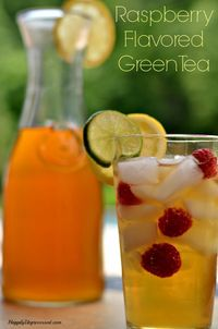 Reap all the great benefits of green tea in the summer with this raspberry flavored iced green tea using real raspberries
