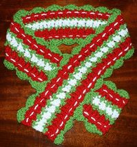 Festive scarves put you in the mood for the holidays. Click here to get free crochet patterns for Christmas, Valentine's Day, and July 4th.
